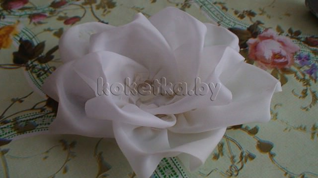 Цветок из ленты. Мастер класс