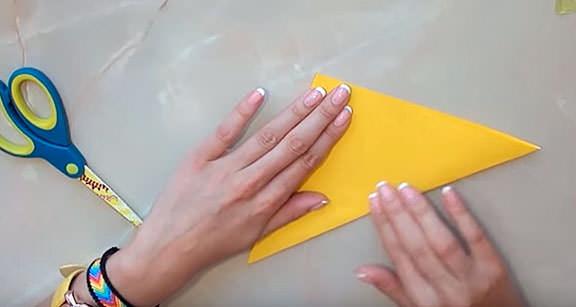 Складываем лист бумаги для изготовления Angry Birds
