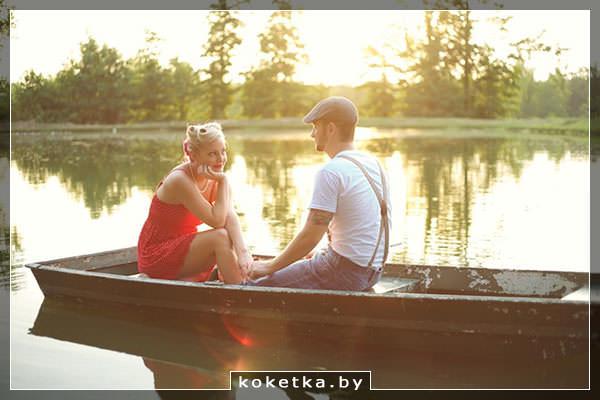 Влюблённые в лодке