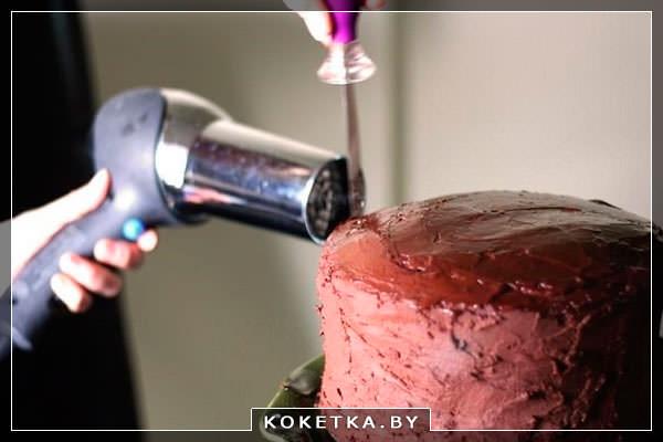создать Блестящий вид выпечки с кремом с помощью фена для волос