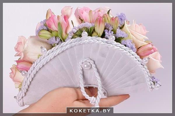 Свадебный букет в виде сумочки