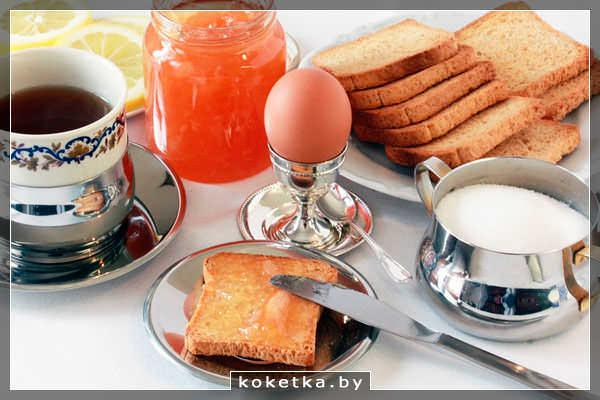 Сытный завтрак с гренками