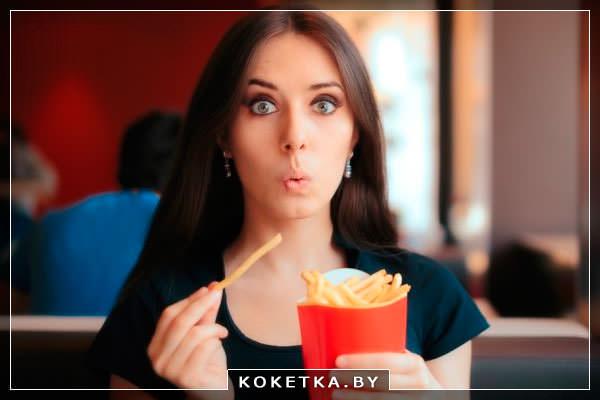 девушка ест канцерогены