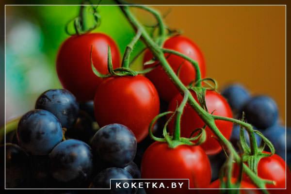 Помидор и ягоды