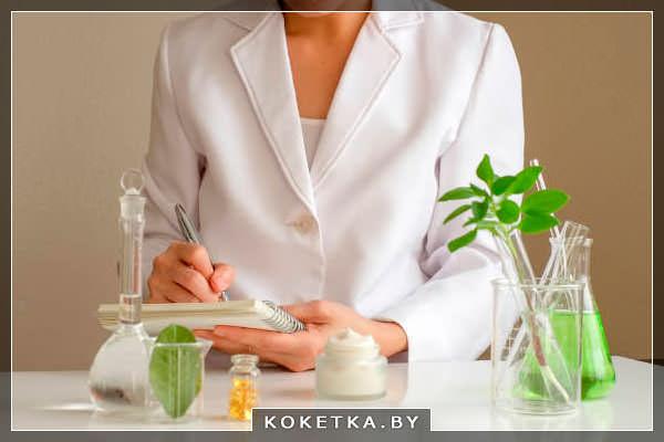 врач выбирает запах для ароматерапии